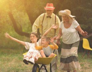 copii in vizita la bunici